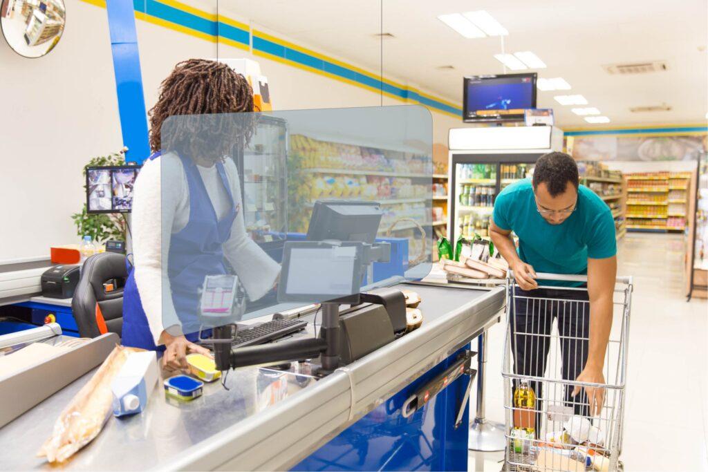Mamparas protección contagios supermercado